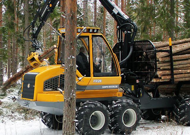 forvarder metsamaterjali väljaveoks